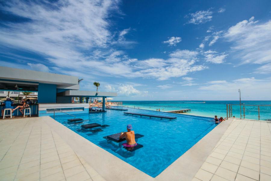 piscina-bar-pool-3_tcm49-135011
