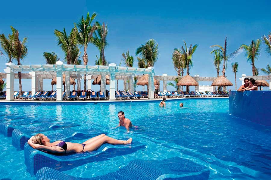 piscina-4-hotel-riu-emerald-bay_tcm49-157326