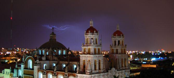 Viajar por la carretera desde Puebla en auto